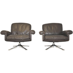 "Pair of De Sede ""DS 31"" armchairs in leather and aluminum - 1970s"
