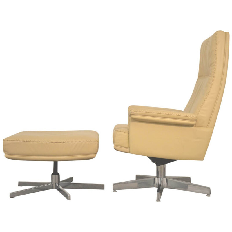 """De Sede """"DS 35"""" lounge armchair and his ottoman - 1970s"""