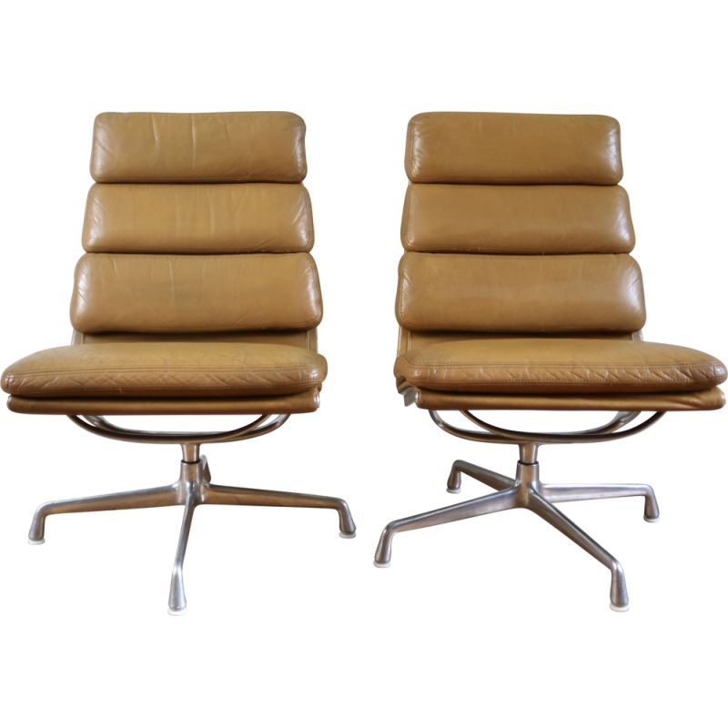 Pair of Sofpad EA216 vintage lounge armchairs by Charles & Ray Eames for Herman Miller Mobilier International