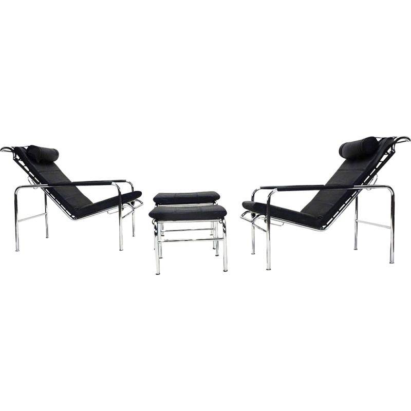 Pair of vintage black leather Genni reclining lounge chairs and ottomans by Gabriele Mucchi
