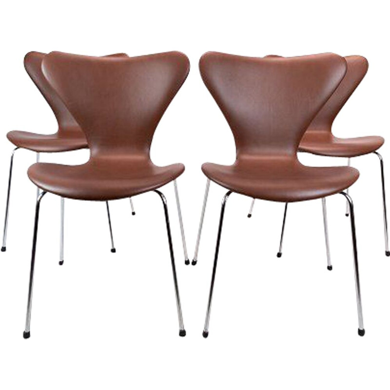 Set of 4 vintage Seven chairs, model 3107 by Arne Jacobsen and manufactured by Fritz Hansen 1967