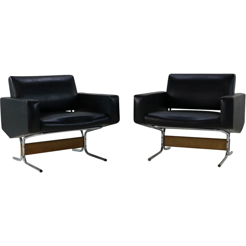"Pair of vintage lounge chairs ""Caracas"" by Pierre Guariche for Meurop"