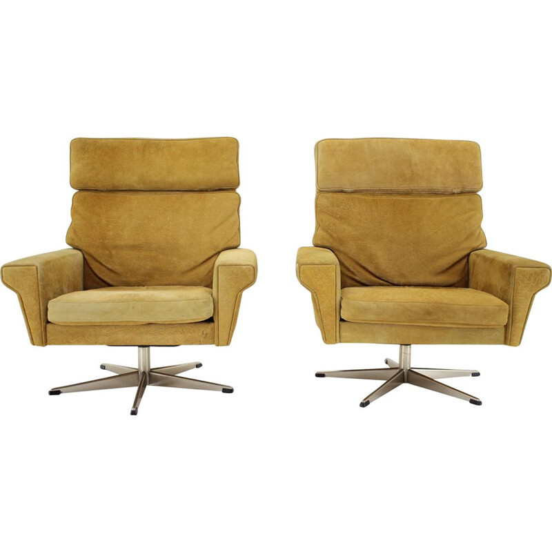 Pair of vintage Georg Thams Swivel Chairs in Suede Leather Denmark 1970s