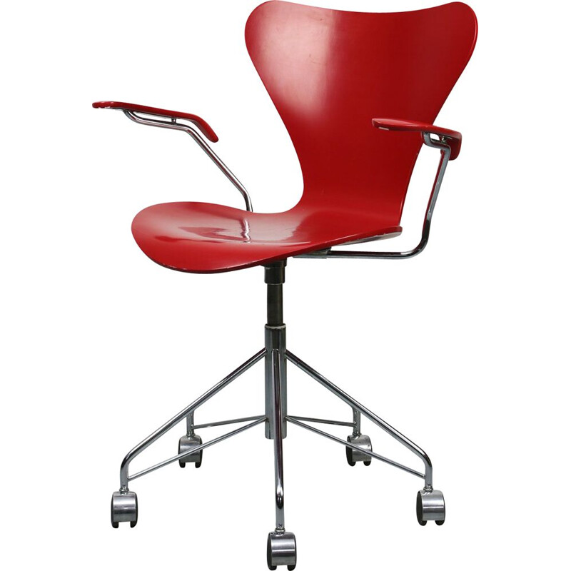 Vintage Model 3217 Red Swivel Chair by Arne Jacobsen for Fritz Hansen