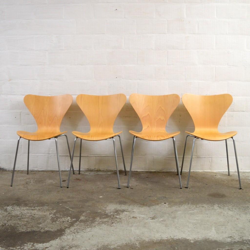 set of 4 fritz hansen serie 7 chairs arne jacobsen 2000s des. Black Bedroom Furniture Sets. Home Design Ideas