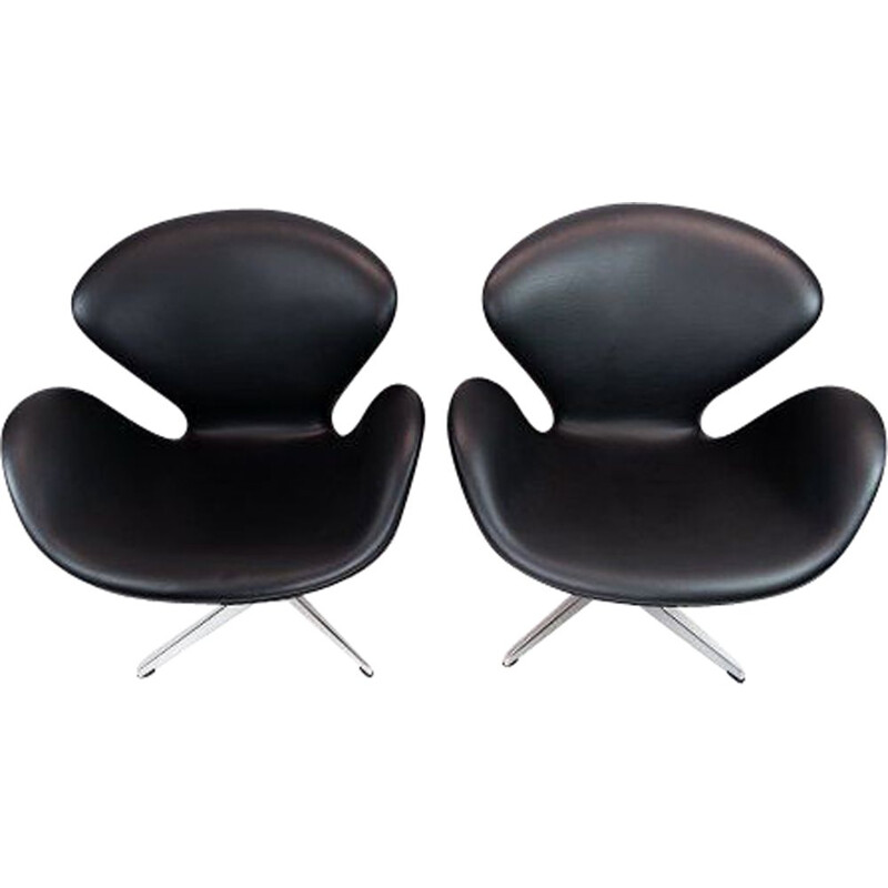 Pair of vintage Swan chairs by Arne Jacobsen and Fritz Hansen 1958s