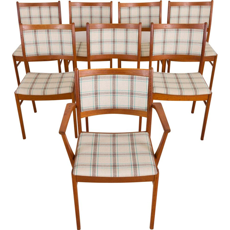 Set of 8 vintage teak chairs vJohannes Andersen Danish 1960s