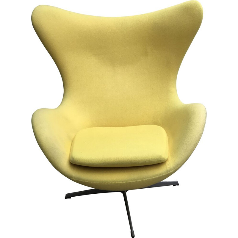 Vintage Egg armchair by Arne Jacobsen for Fritz Hansen