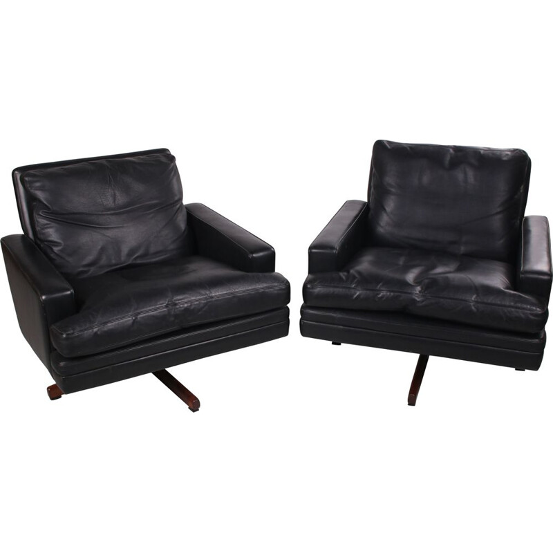 Pair of vintage leather swivel lounge armchairs, model 807 1960, by Fredrik A. Kayser 1960