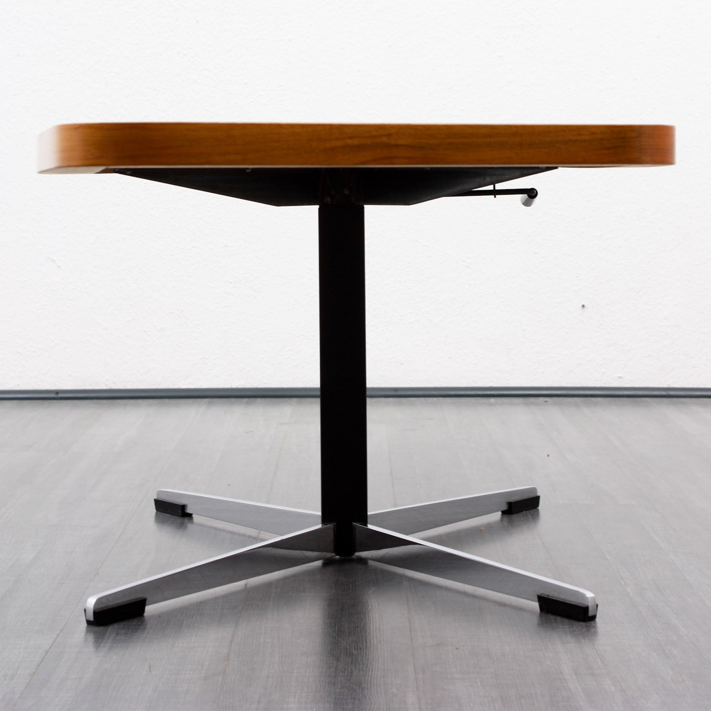 Height adjustable coffee table in walnut - 1960s - Design ...