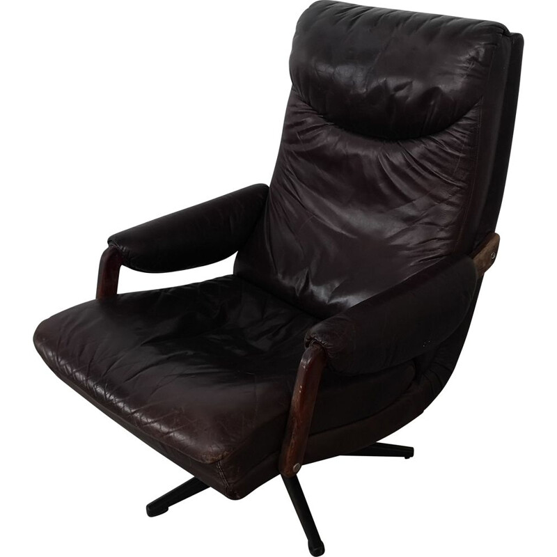 Vintage leather lounge chair reclining