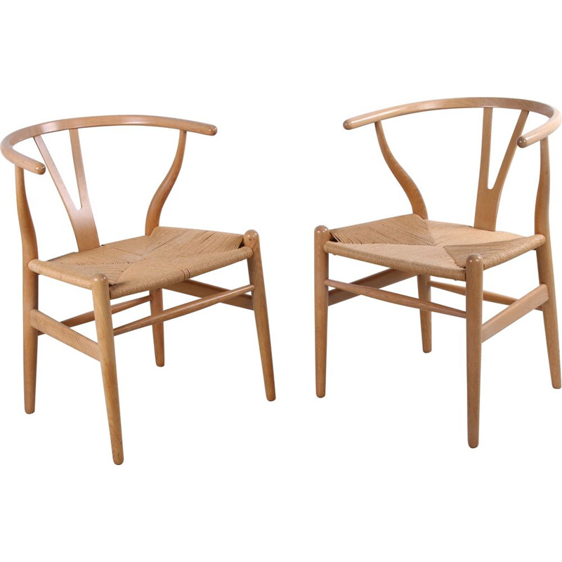 Pair of vintage oak CH24 'Wishbone' chair by Hans J. Wegner for Carl Hansen, 1960