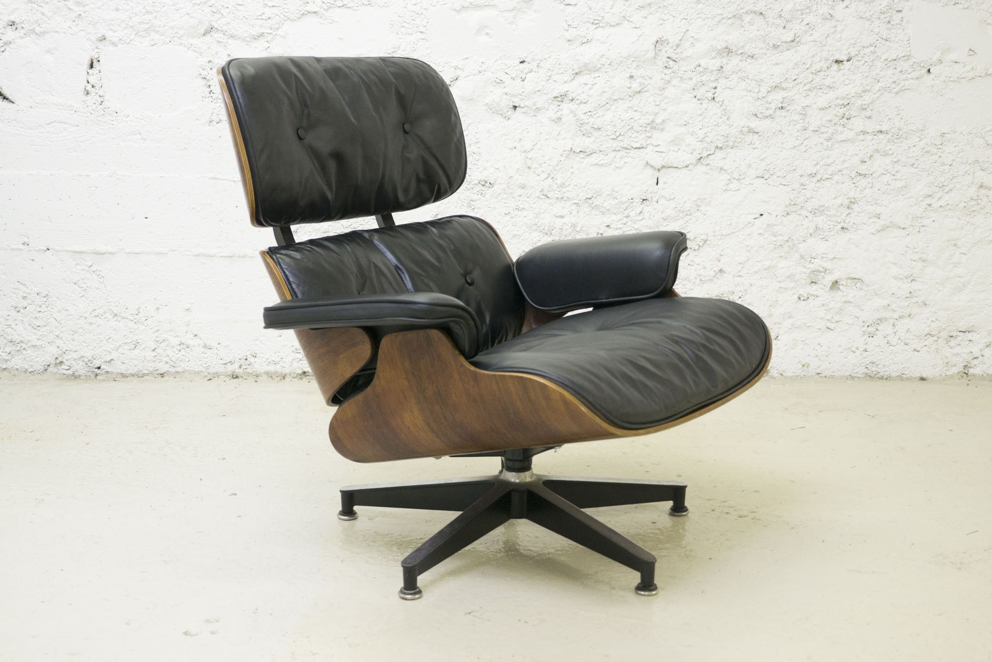 herman miller lounge armchair charles ray eames 1960s. Black Bedroom Furniture Sets. Home Design Ideas