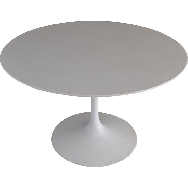 Vintage table by Saarinen for Knoll 1950