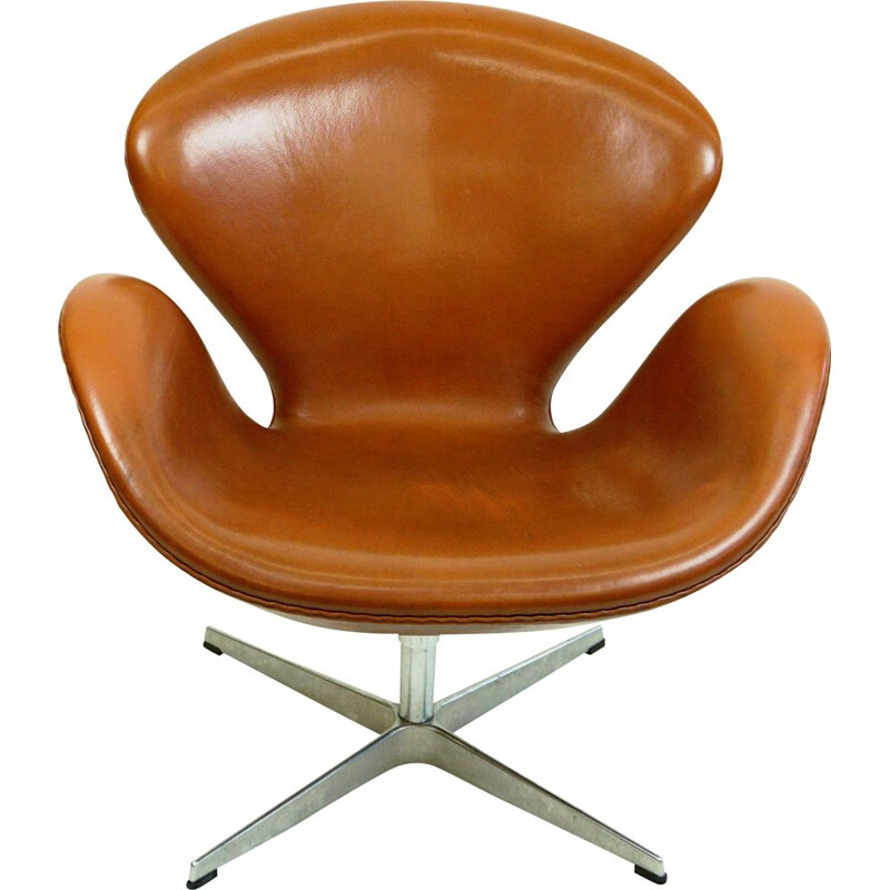 Vintage Brown Leather Swan Chair by Arne jacobsen for Fritz Hansen 1958s