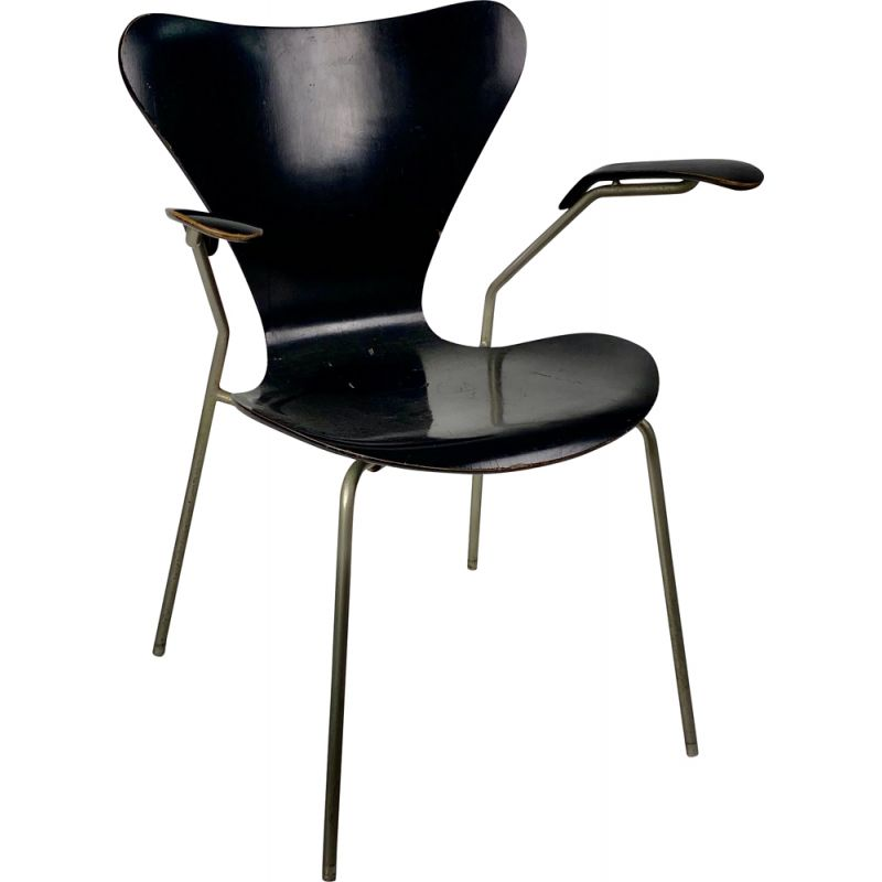 Vintage chair with arms Model 3270