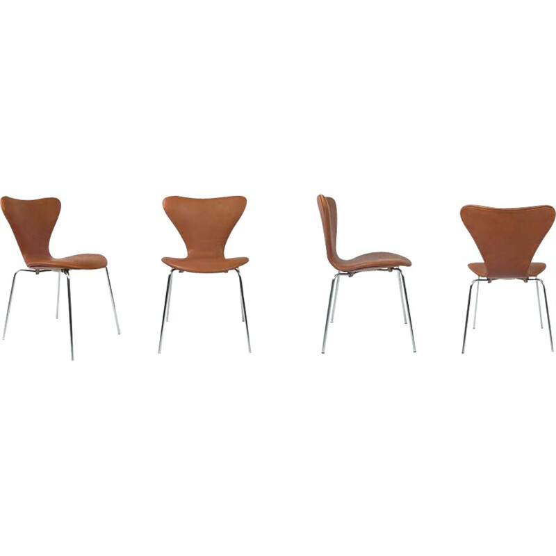 Set of 4 vintage tan chairs from the 7 series by Fritz Hansen - A for Jacobsen 1957s