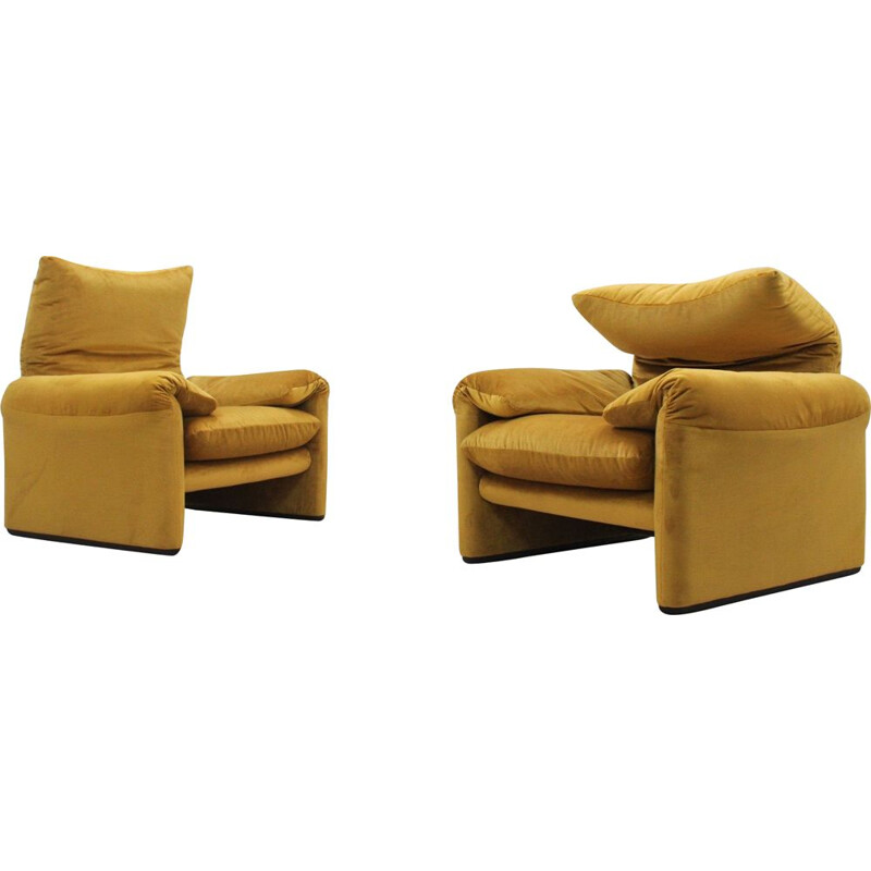 Pair of mid century Maralunga armchairs by Vico Magistretti for Cassina, 1970s