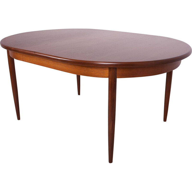 Mid-century oval-shaped teak dining table with extensions from G-Plan, 1960s