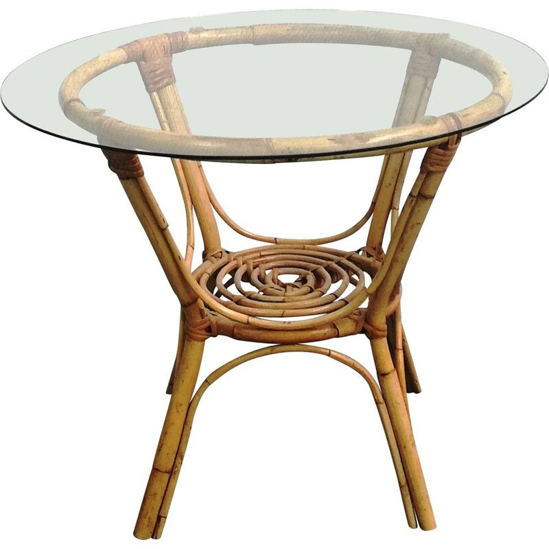Round vintage coffee table in rattan