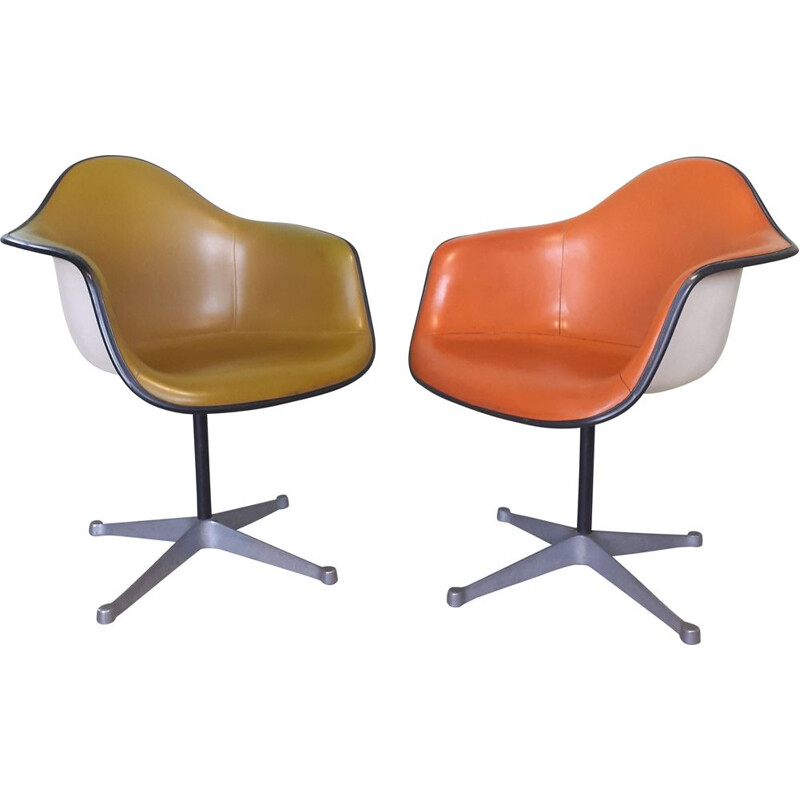 Pair of vintage PAC fiberglass armchairs by Eames for Herman Miller, 1960
