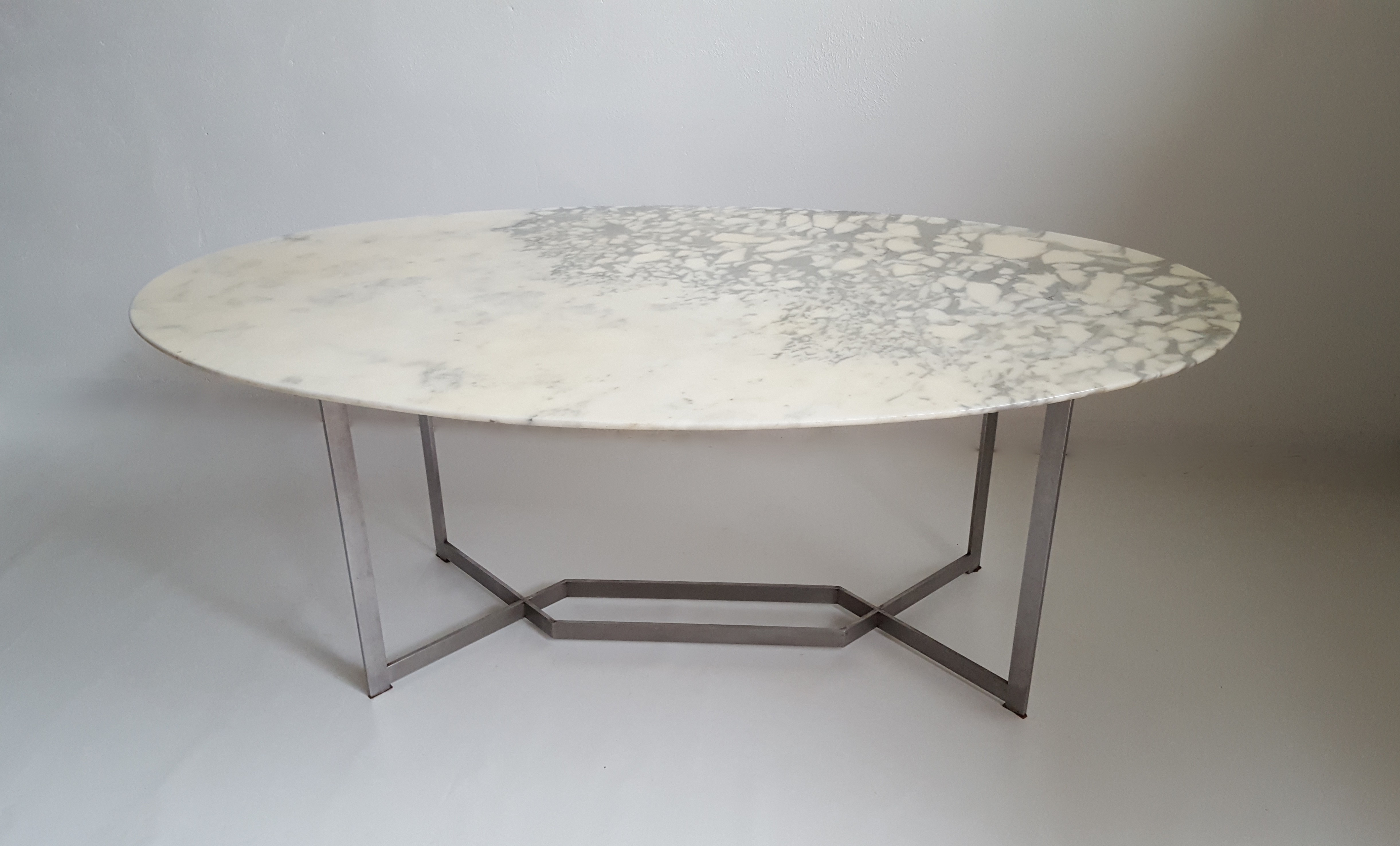 Oval Dining Table In Marble With Stainless Steel Base