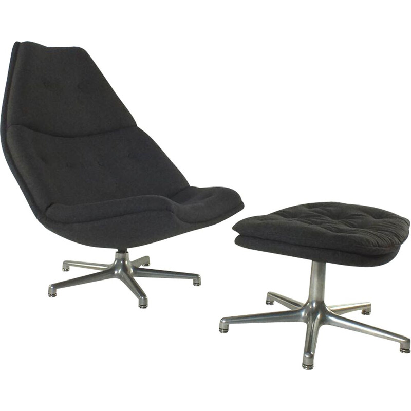 Mid century model F590 lounge chair with ottoman by Harcourt for Artifort, Netherlands