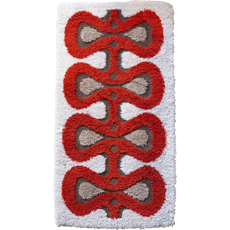 Red wave Space Age rug
