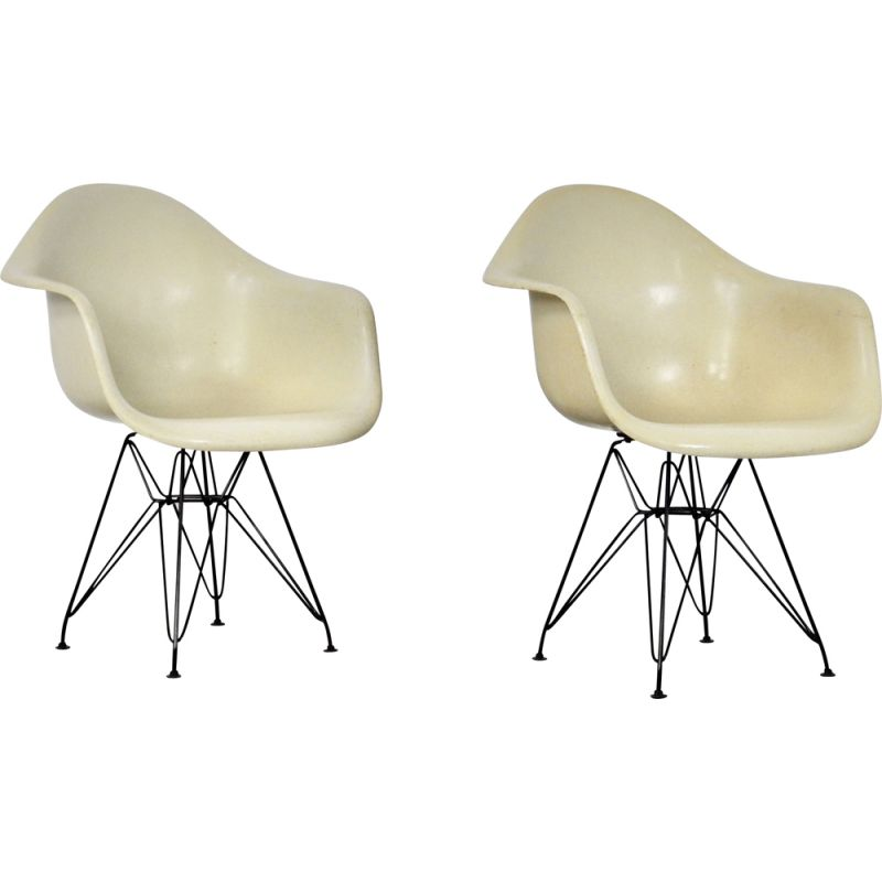 Pair of vintage fiberglass armchairs by Charles & Ray Eames for Herman Miller, 1970
