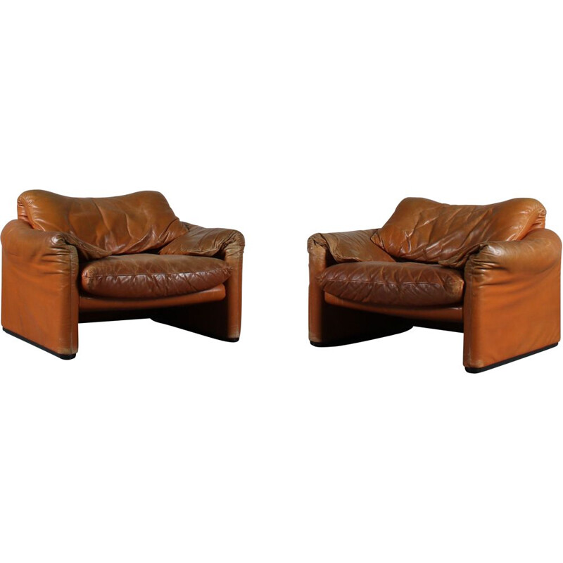 """Pair of vintage """"Maralunga"""" armchairs by Vico Magistretti for Cassina, Italy 1970s"""