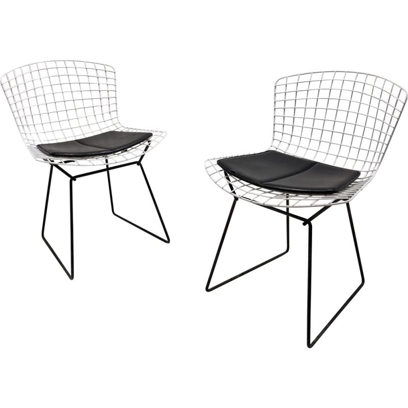 Pair of vintage white metal chairs by Harry Bertoia for Knoll, 1970