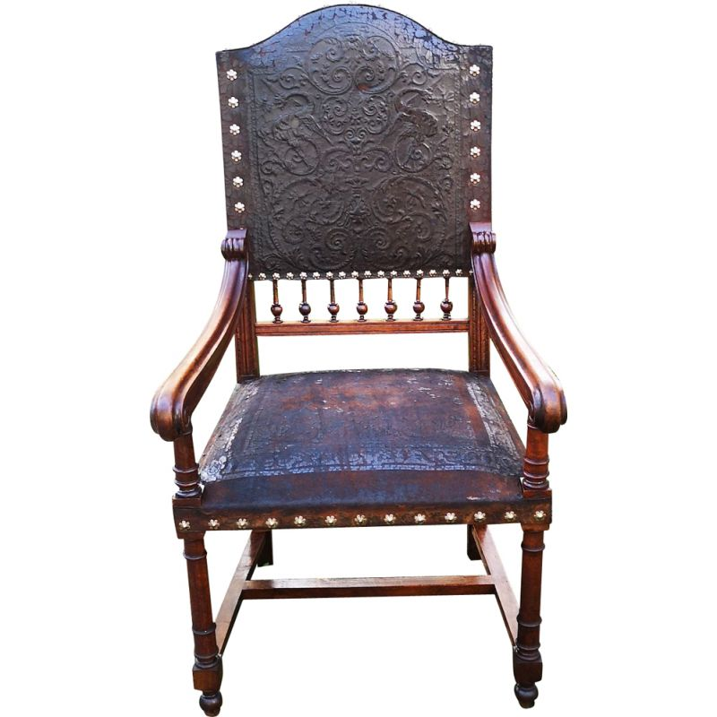 Basque regionalist armchair in leather and solid oakwood