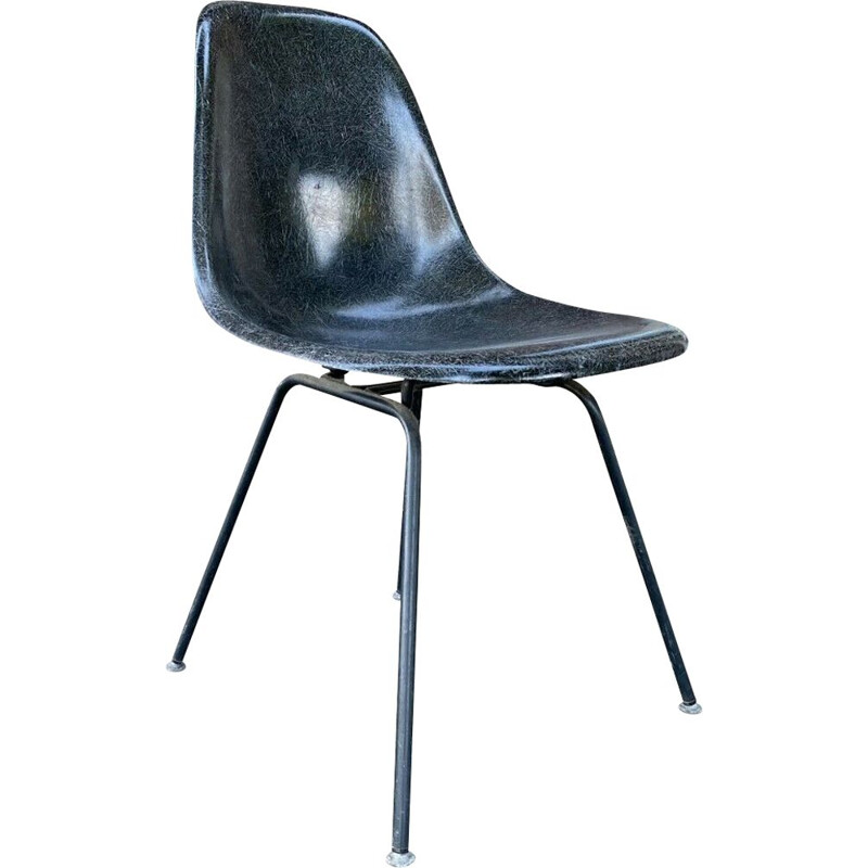 """""""Dsx"""" vintage chair in fiberglass by Charles & Ray Eames for Herman Miller"""