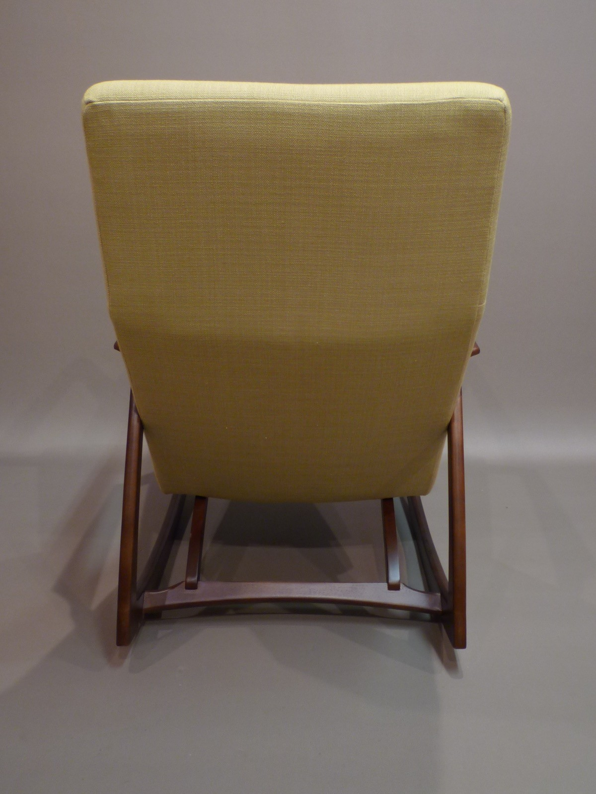Rocking chair in walnut and yellow fabric - 1960s - Design Market