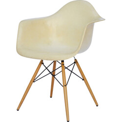 "Herman Miller ""DAW"" armchair in fiberglass and maple, Charles & Ray EAMES - 1960s"