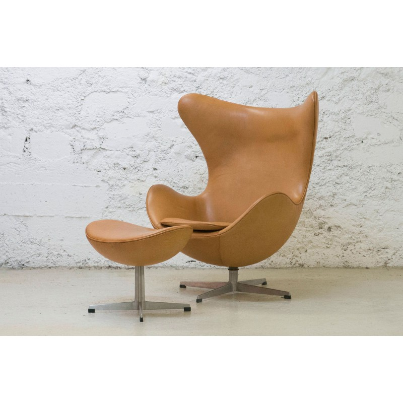 Design Fauteuil Egg.Fritz Hansen Egg Chair And Its Ottoman Arne Jacobsen 1964