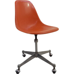 Desk chair in fiberglass on wheels, Charles EAMES - 1970s