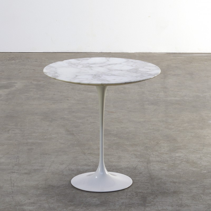 Tulip Knoll Side Table In Marble Eero Saarinen 1970s Design Market