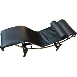 "Cassina ""LC4"" lounge chair in black leather, Le CORBUSIER, Pierre JEANNERET, Charlote PERRIAND - 2000s"