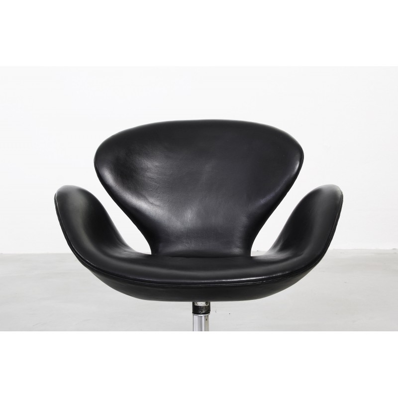 Awesome Pair Of Swan Armchairs By Arne Jacobsen For Fritz Hansen 1960S Ncnpc Chair Design For Home Ncnpcorg