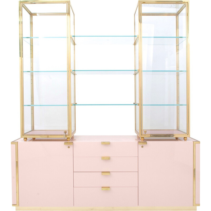 Hollywood Regency pink display case with brass details - 1970s