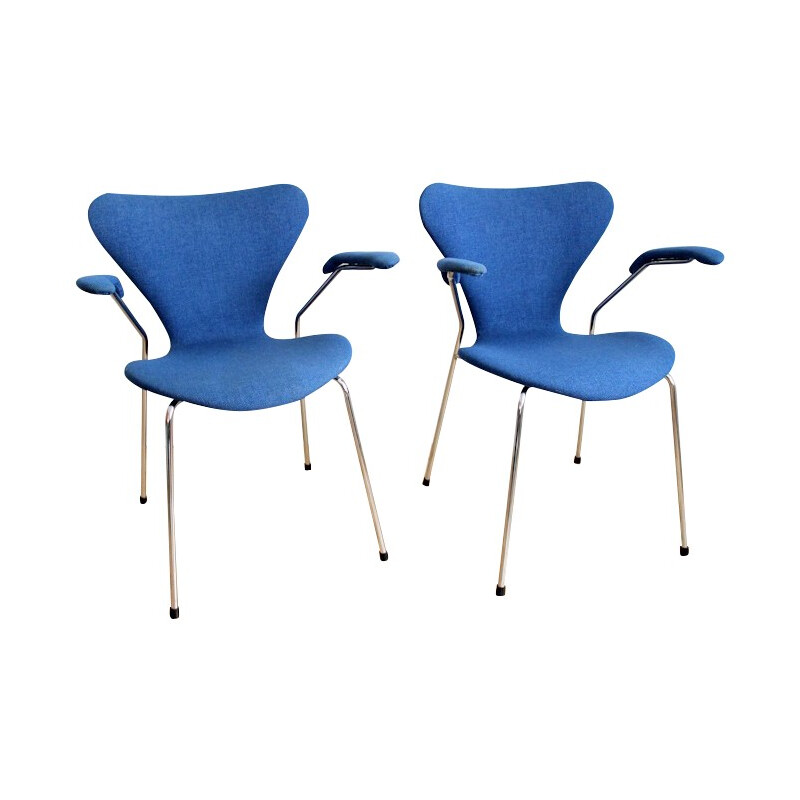 "Pair of ""serie 7"" armchairs, Arne JACOBSEN - 1982"