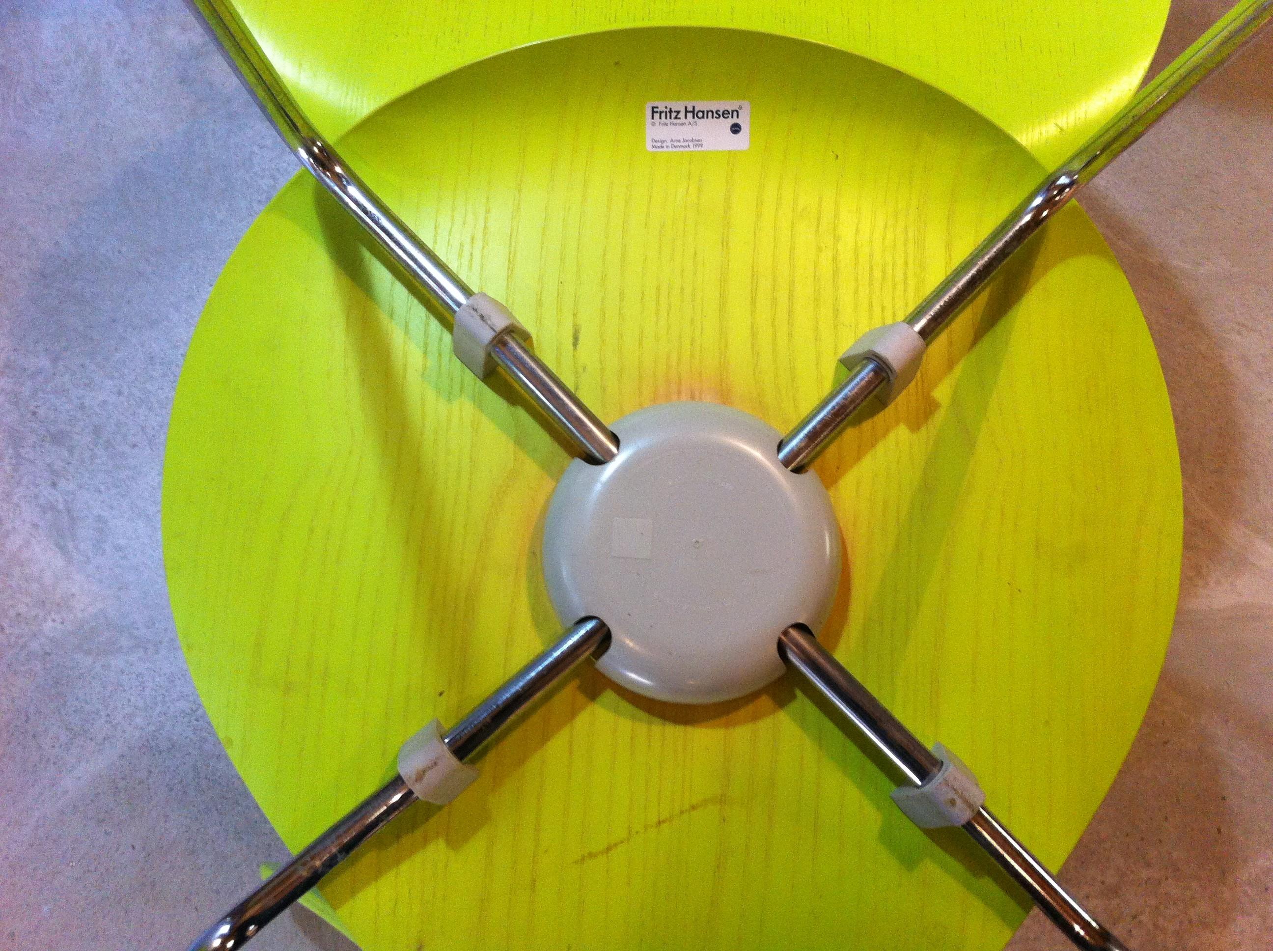 pair of serie 7 green chairs arne jacobsen 1999 design market. Black Bedroom Furniture Sets. Home Design Ideas