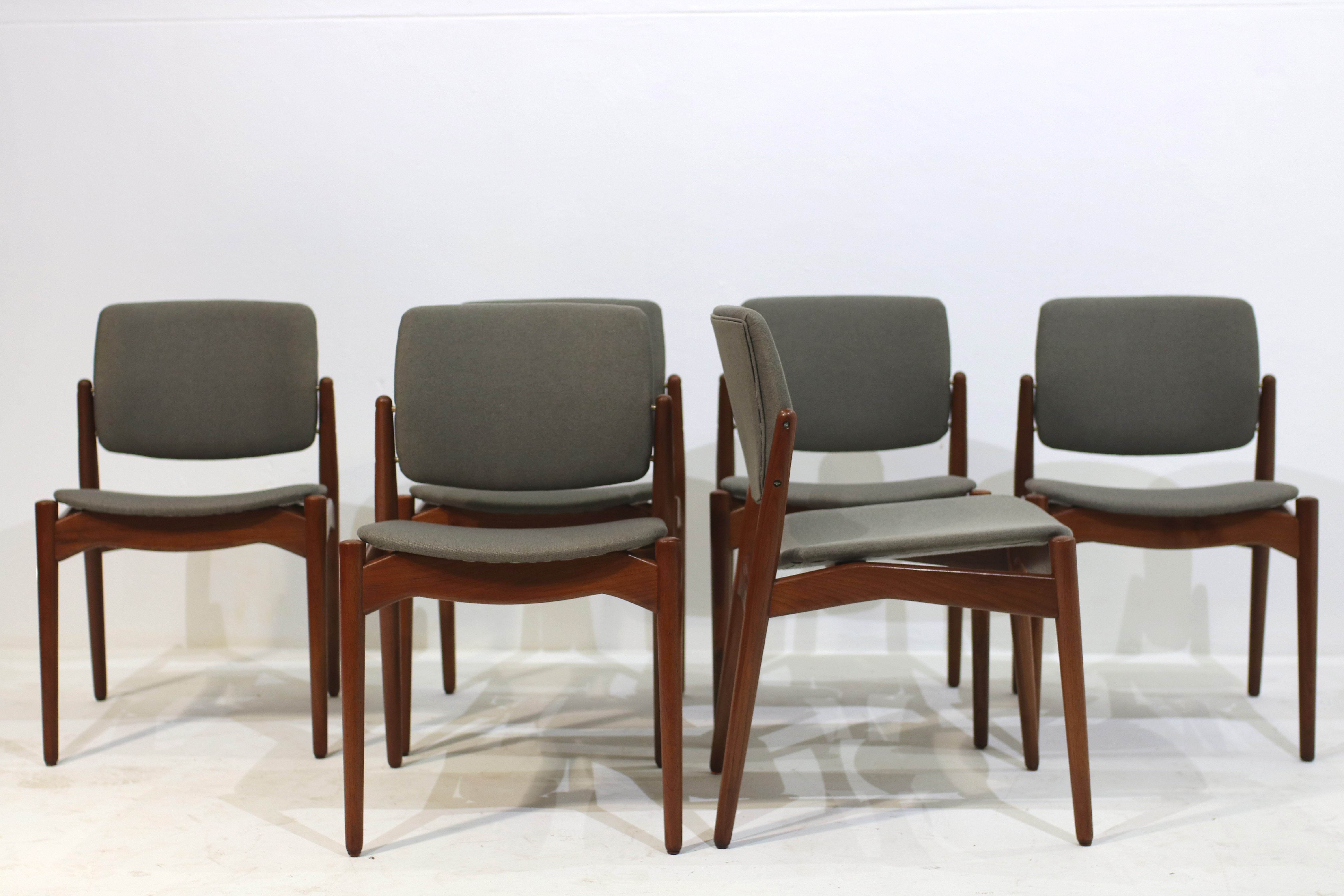 Set of 6 dining chairs with grey seat by Erik Buch for Orum Mobler