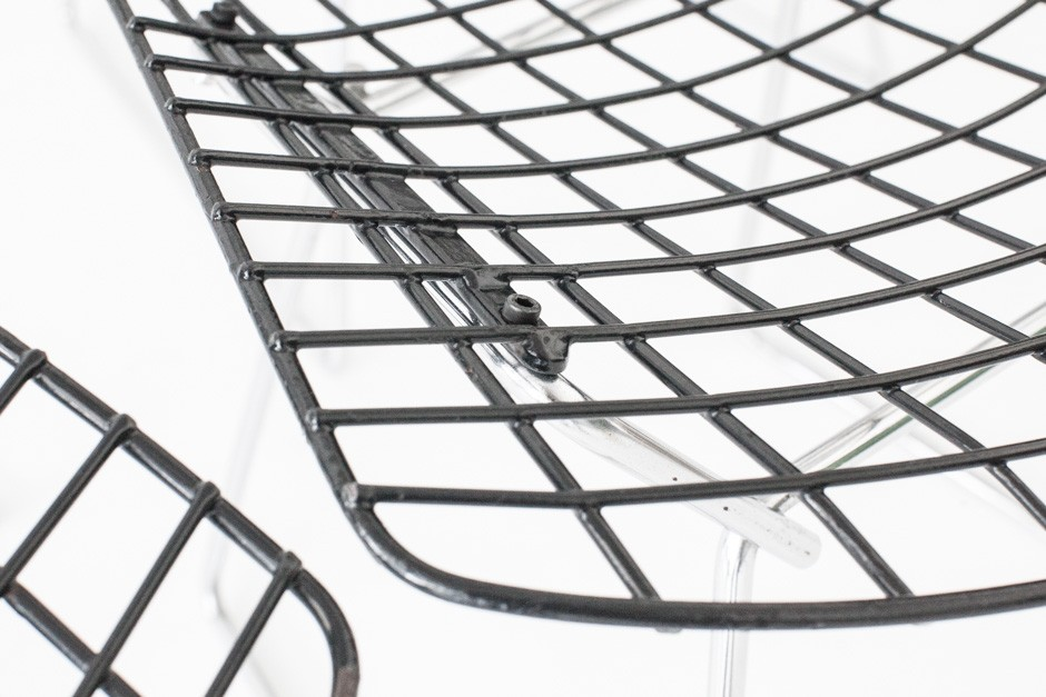set of 4 wire chair by harry bertoia  knoll international