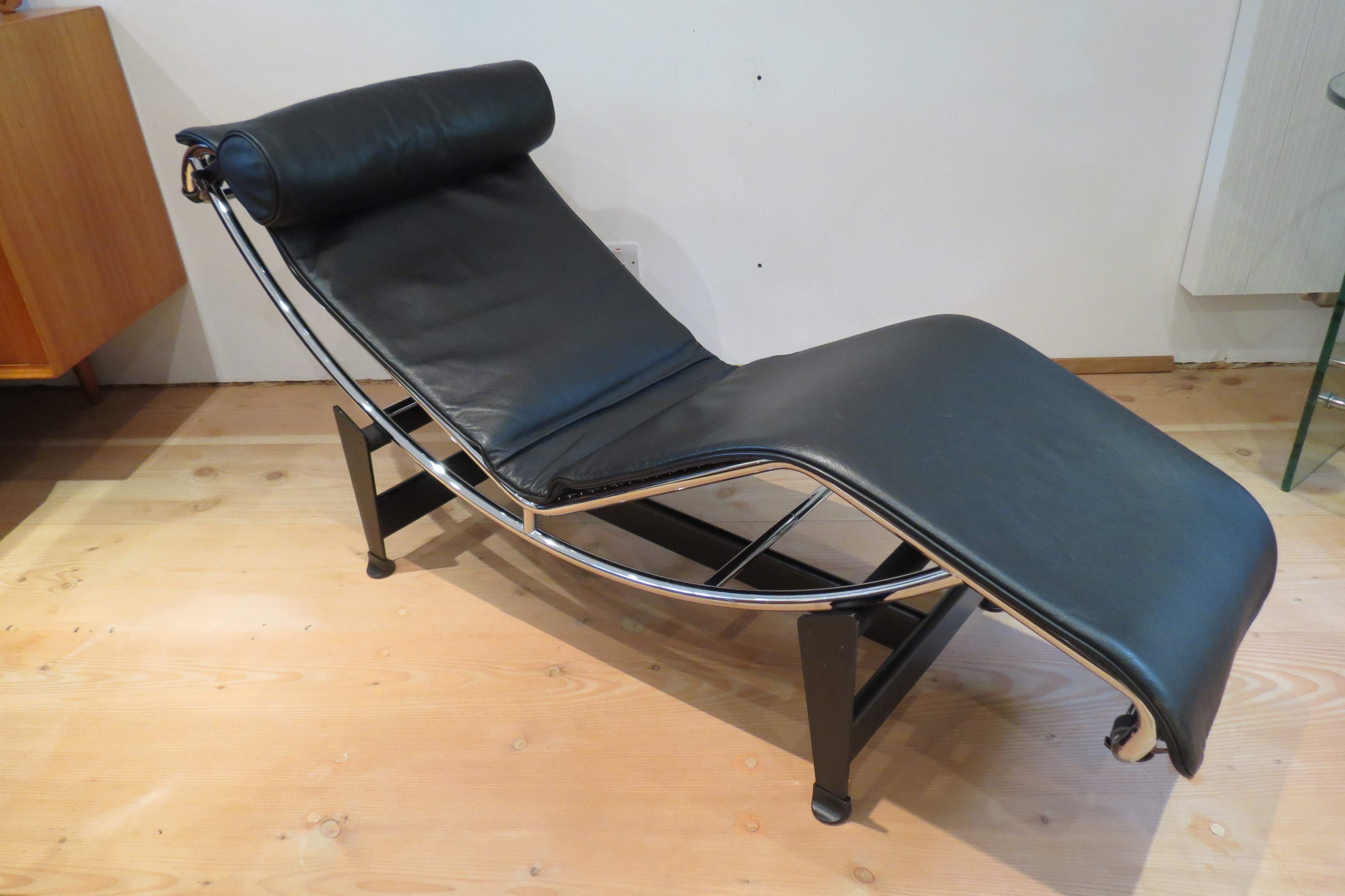 leather chair inspiration of this le corbusier storage cosy microfiber about office lounge style chaise in