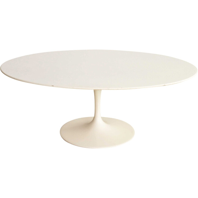 Oval white coffee table by Eero Saarinen produced by Knoll - 1970s