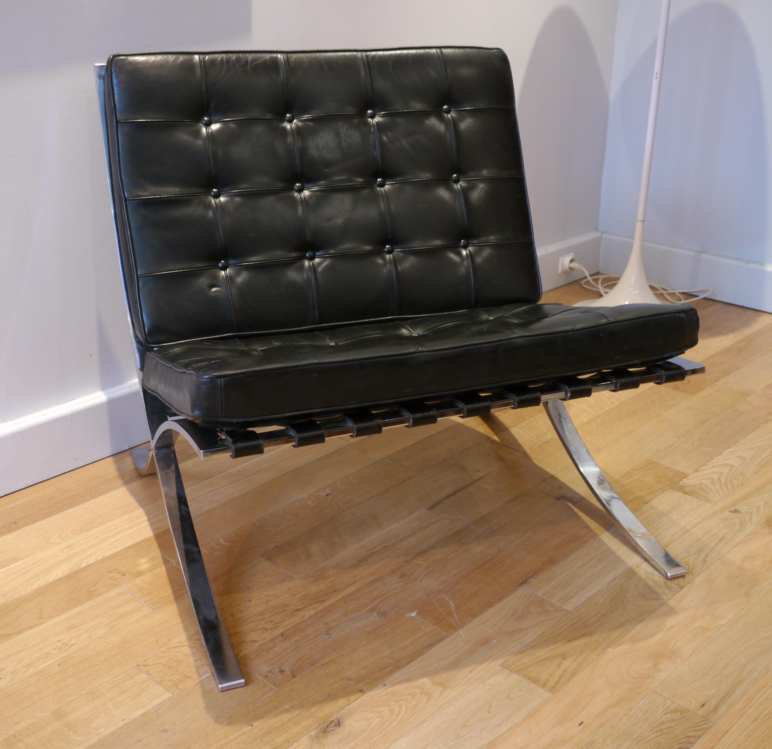 black barcelona armchair ludwig mies van der rohe 1970s design market. Black Bedroom Furniture Sets. Home Design Ideas