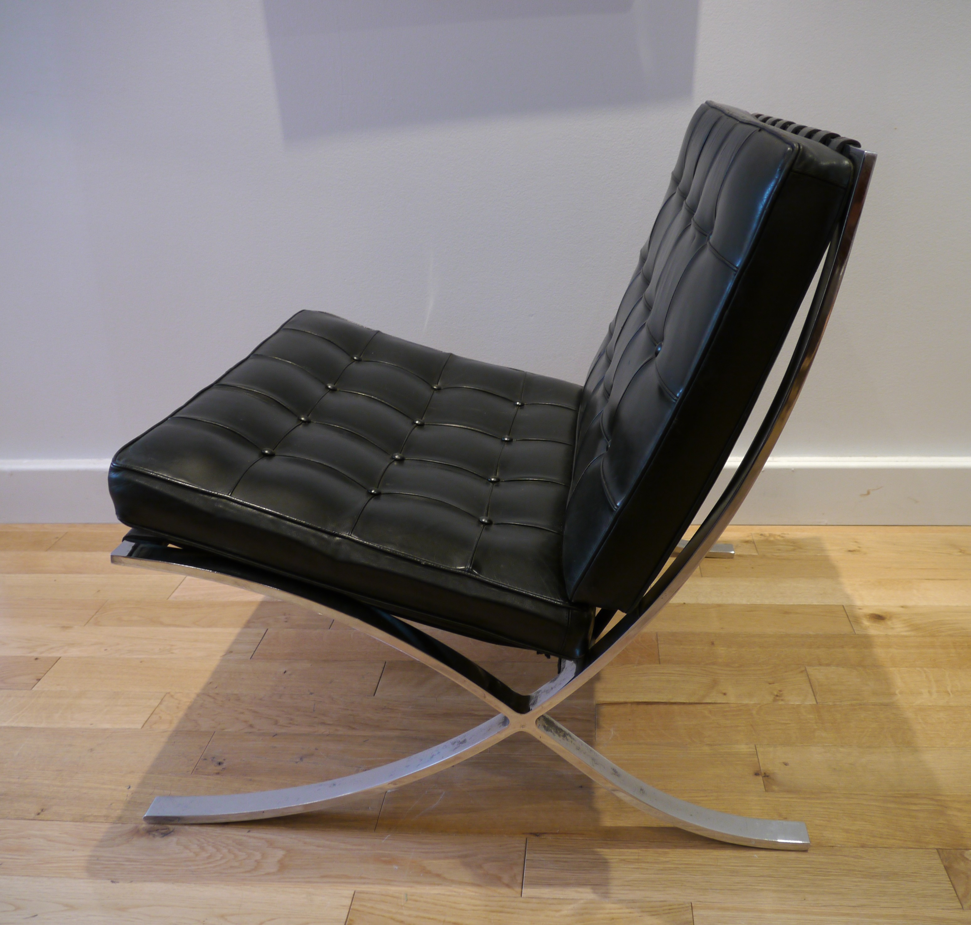 black barcelona armchair ludwig mies van der rohe 1970s design market. Black Bedroom Furniture Sets. Home Design Ideas