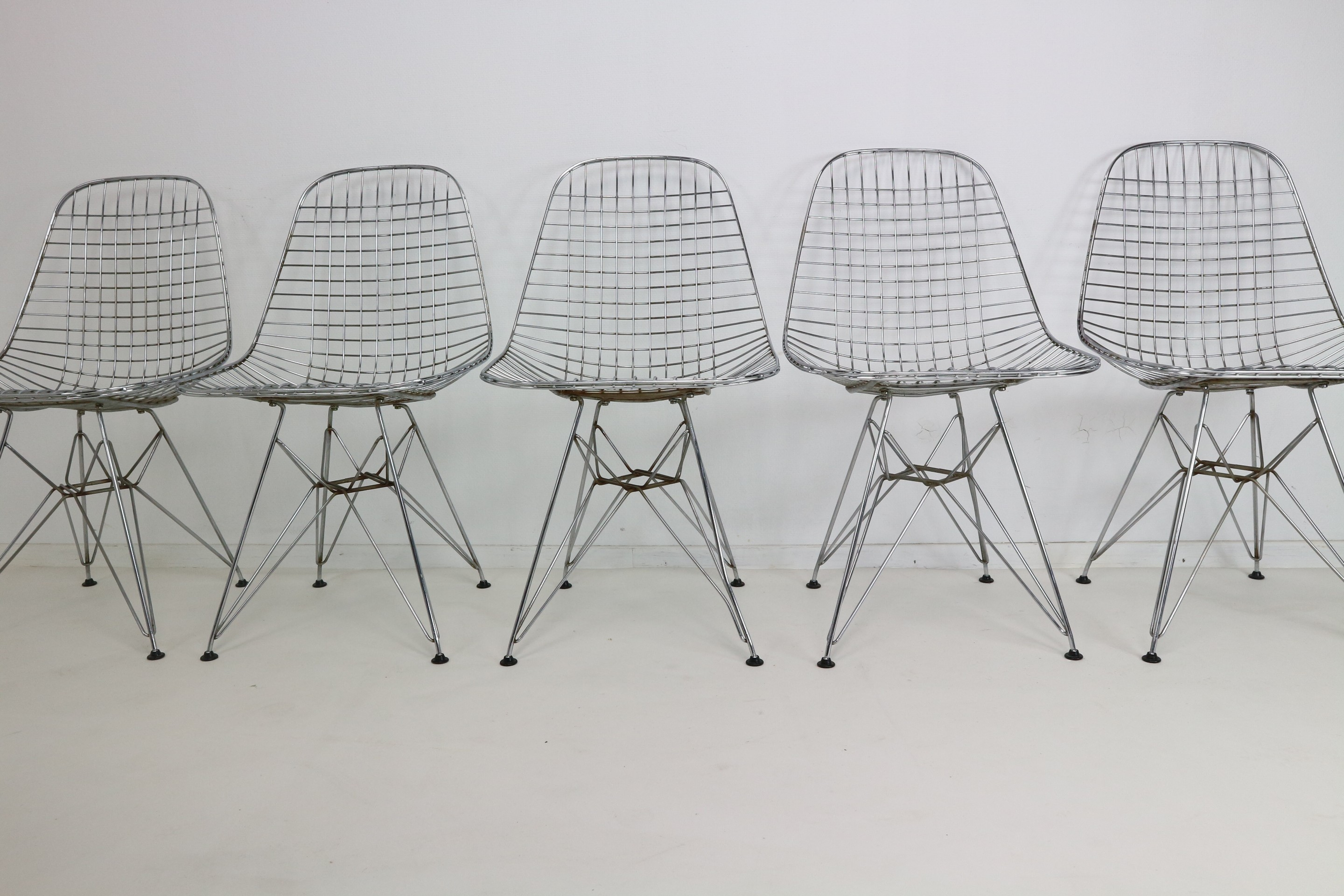 Set of 5 Eames DKR Eiffel Base Wire Chairs for Vitra - 1970s ...